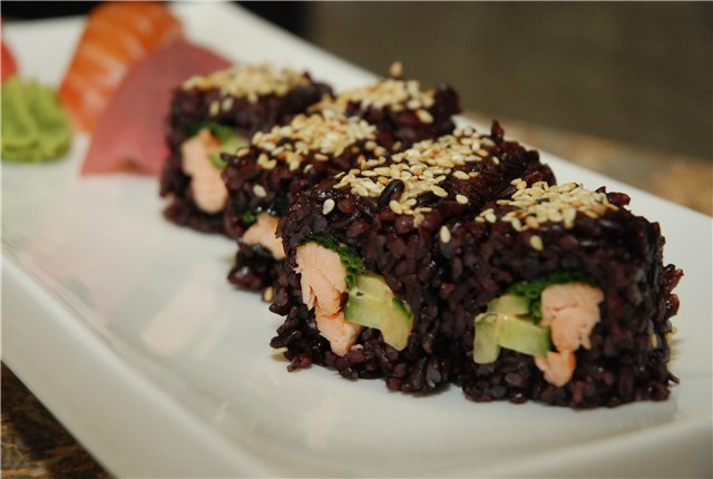 black_rice_roll_(1).jpg